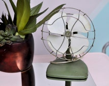 Vintage Electric Desk Fan in Olive Green and White - WORKS!