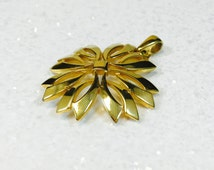 Vintage Trifari,Trifari Gold Pendent,Trifari Costume,Trifari Star Pendant,Gold Star Pendant,Vintage Gold Pendant,Vintage Star Pendant