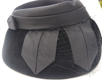 Black Velvet 1960s Cloche Hat with Bow