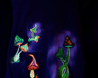 "Psy, Goa, shirt ""Mushroomy"" UV active, glow in the dark, neon, fluorescent, upcycling, unique"