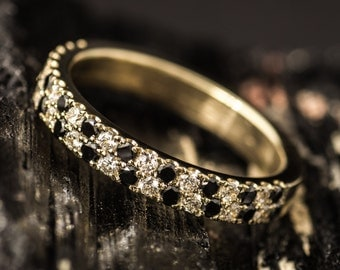 Ring made of gold with black and white diamonds