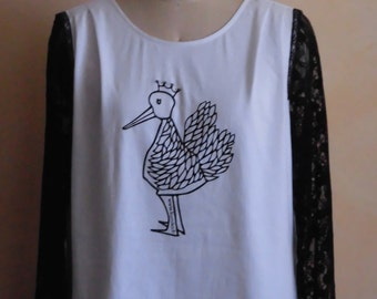 T-shirt printed with lace sleeves