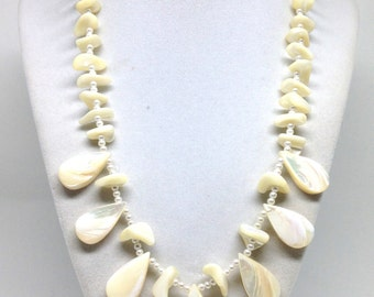 Gorgeous Dangle Mother Of Pearl Bead Silver Tone Vintage Estate Necklace