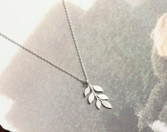 Six Leaves Necklace, Foliage Necklace, Dainty Necklace, Pretty Necklace, Sweet Neckalce, Simple jewelry for womens, Necklace for friends