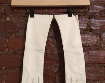 white vintage gloves by superb size 7 -