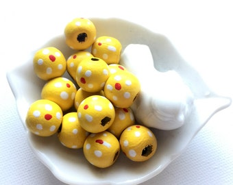 15 Yellow Wood Bead, 14 mm Flattened Round, Hand painted, Daisy, Natural Wood, Eco Friendly, Non Toxic, Bead Supplies