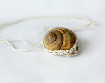Crochet Shell Necklace / Snail Shell pendant / Crochet necklace / Boho Spring accessory / Shell jewelry / Women's gift ideas / handmade