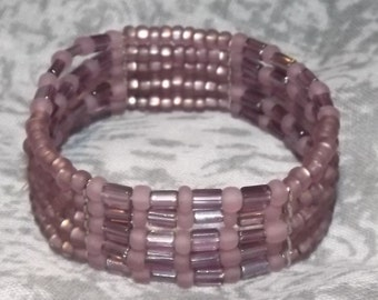 Bracelet of glass seed beads in 5 rows of elastic, silver plated separator