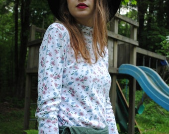 Vintage 90s Hanes Her Way Floral White Twee Turtleneck Size Small