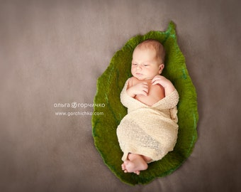 Felted leaf nest for newborn photography. Posing newborn bowl. Newborn photo prop. Green newborn posing layer