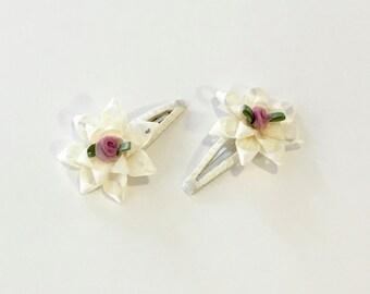 Cream Flower Snap Clips
