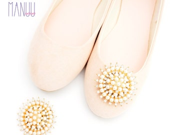 Gold embellishments with rhinestones andpearls - Shoe clips Manuu, Shoe jewelry, Wedding  shoe clips, Bridal shoe clips