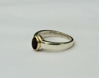 Size 5, Hand made 925 silver ring with 18K gold plated collet and cabochon ruby