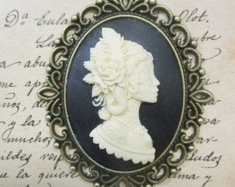 Resin Cameo pendant Lady dark-on cameo bronze with ch-30 x 40 mm