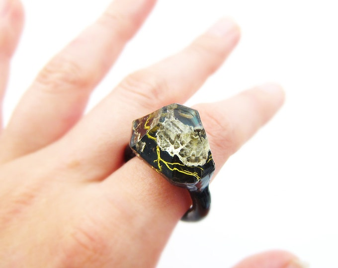 Lichen Moss Terrarium Resin Ring • Size 9 • Eco Resin Ring • Unusual Ring • Faceted Resin Terrarium Ring • Nature Resin Ring • 3J