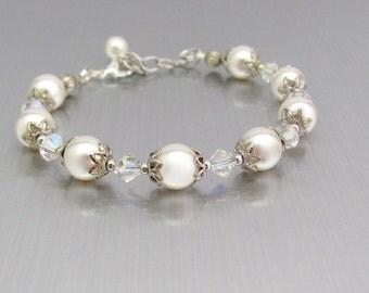 White Pearl Bracelet, Swarovski Crystal Pearls, Mother of the Bride, Bridal Bridesmaid, Wedding Jewelry, Bridesmaid Jewelry, Pearl Bracelet