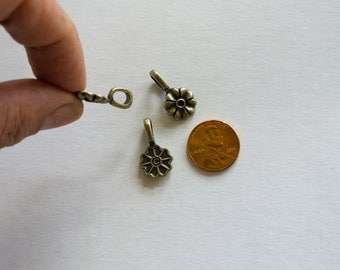 Glue-on bails - Antiqued brass finish - 6 x 4 mm loop opening - Set of 3
