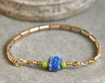 Raw gemstone bracelet//blue lapis//vintage stretch beaded bracelet. Tiedupmemories