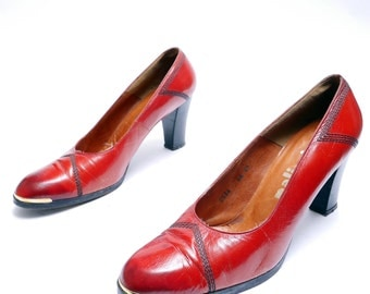 Vintage 80s  Red Leather Pumps // Black Stitching Deco Red Shoes // Size 8 8.5 AA