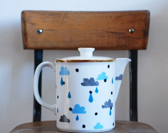 Large clouds and drops teapot