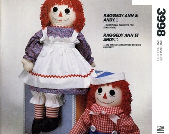 McCall's 3998 Crafts Raggedy Ann and Andy Stuffed Dolls Clothes Child's Apron Transfer for Faces Uncut Vintage Sewing Pattern 1988