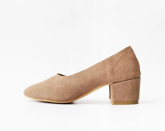 1990's Sand Suede Leather Minimal Pumps