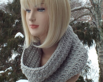Dove Gray Cowl, Womens Crochet Neck Warmer, Textured Cowl, Ladies Circle Scarf, Chunky Cowl, Loop Scarf, Winter Accessories