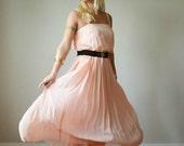 1970s Peach Pleat Dress >>> Size Small to Medium