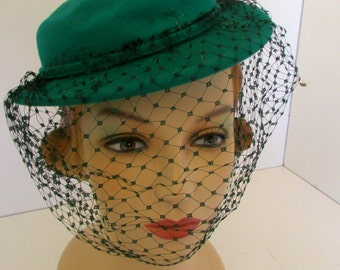 Vintage Tilt with Veil Kelly Green Hat 1940s Tilt Hat