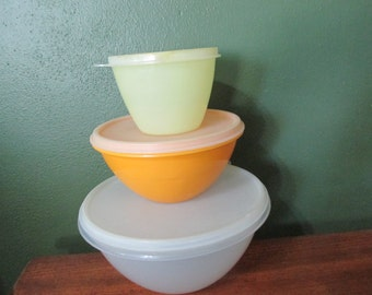Tupperware Serving Wonderlier Bowls Set of 3 Pastel Nesting
