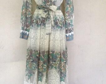 1970s Vintage Long Sleeve Boho Dress - Vintage Floral Prairie Dress - Printed Fabric Maxi Dress - Hostess Dress - Spring Summer - 38 Bust