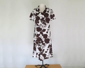 FALLING LEAVES // graphic brown 70s secretary dress