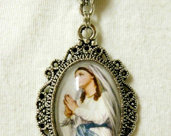 Our Lady of Lourdes pendant with chain - AP04-246