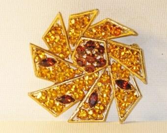 Vintage Topaz Amber Rhinestone Spiral Pinwheel Brooch Pin (B-4-2)