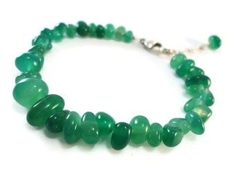 Ladies Emerald Green Pebble Bracelet Agate Beads, Silver and Green Agate Bracelet Sterling Silver, Agate Jewelry Green and Silver Gift