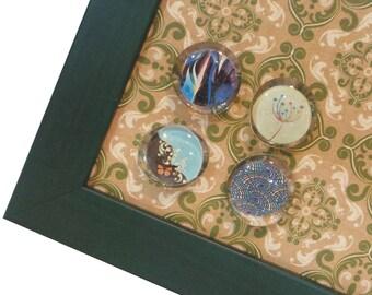 Magnet Board - Magnetic Memo Board - Dry Erase Board - Framed Bulletin Board - Wall Decor - Green Quatrefoil Design - incl. magnets