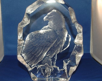 Swedish artist Mats Jonasson Regal Large Bald Eagle from his Birds of Prey Series Crystal Paperweight / Sculpture ~ # 3384 ~VG ~ 11 of 42