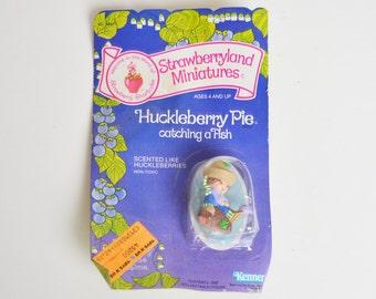 Vintage 80s Huckleberry Pie Catching a Fish Strawberry Shortcake Strawberryland Miniature Figurine NRFC