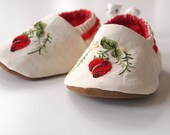 Baby Booties Embroidered Red Rose Bud Cotton Fabric Slippers Sherpa Fleece Inner Sole size 6-9 months
