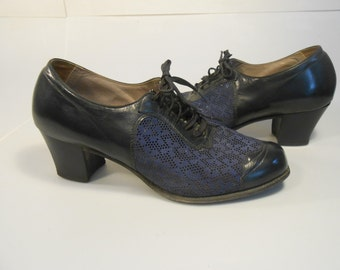 Summertime Sass - Vintage 1940s WW2 Navy Leather & Mesh Lace Up Oxfords Shoes - 6C