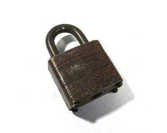 Padlock NO Key VINTAGE Padlock One (1) No Key Small Padlock Lock No Key Vintage Art Assemblage Jewelry Supplies (T56)