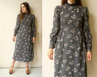 1970's Vintage Daisy Print Victoriana Style Bohemian Midi Dress Size XS
