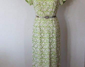 1950s Saks Fifth Avenue Lace Flower Fitted dress // Size Medium
