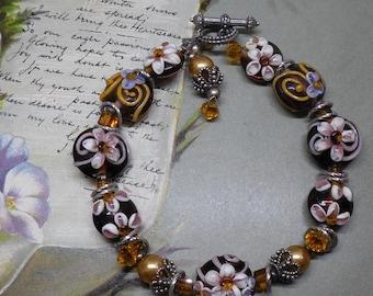 Lampwork Wedding Cake Bead Bracelet Amber w/ Mauve Flowers    MDH32