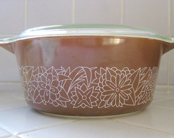 1970s Vintage Pyrex Woodland Brown Woodsy Flowers Casserole Dish with Lid, 2.5 Quart
