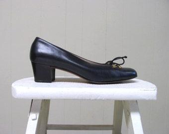 Vintage 1980s Ferragamo Shoes / 80s Navy Leather Pumps / Size 8 USA