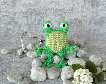 Keyring Pendant Frog, Bag Charm Amphibian, small Toy Animal with Heart Carabiner, Keychain Miniature Collectible Frog, Mini Animal Toy