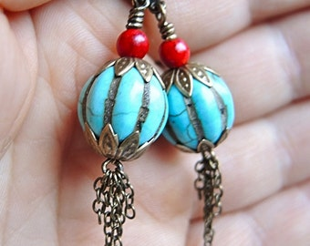 Evi- earrings in red and turqoise with fringe
