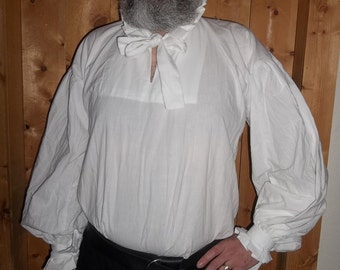 Plus sizes white Elizabethan shirt with a standing collar and ruff.