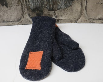 Women's recycled wool sweater mittens denim blue with light coral patches